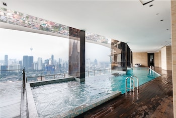 OYO 462 Home 1BR Setia Sky With Rooftop Infinity Pool