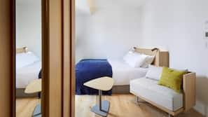 高級寢具、迷你吧贈品、房內夾萬、窗簾