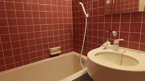 浴缸連淋浴設備、免費浴室用品、拖鞋、提供毛巾