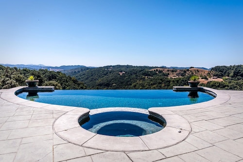 Private & Luxurious Hilltop Estate W/private Pool & Spa, Surrounded by Wineries!