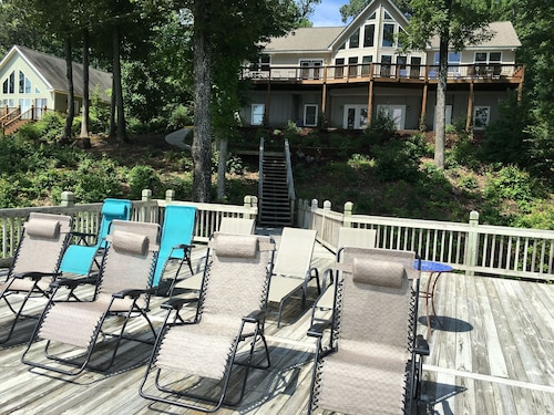 Blue Heron Lodge On Beautiful Lake Gaston...deep Water Dock