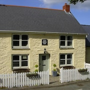 OLD Swan INN - Delightful Cottage With Panoramic Views of Pembrokeshire Hills