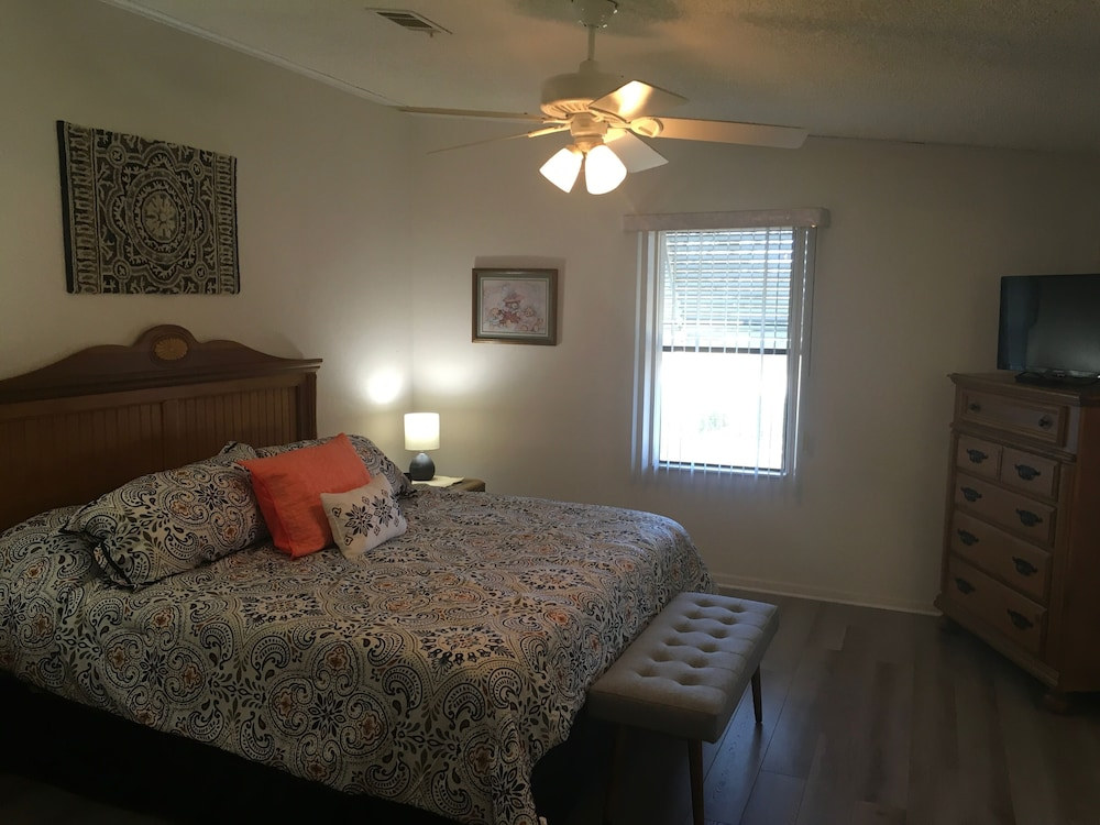 Room, Charming 2/2 Home In Spanish Springs W/golf Cart, Bbq, and Free Wifi!