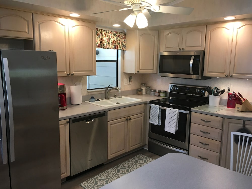 Private Kitchen, Charming 2/2 Home In Spanish Springs W/golf Cart, Bbq, and Free Wifi!