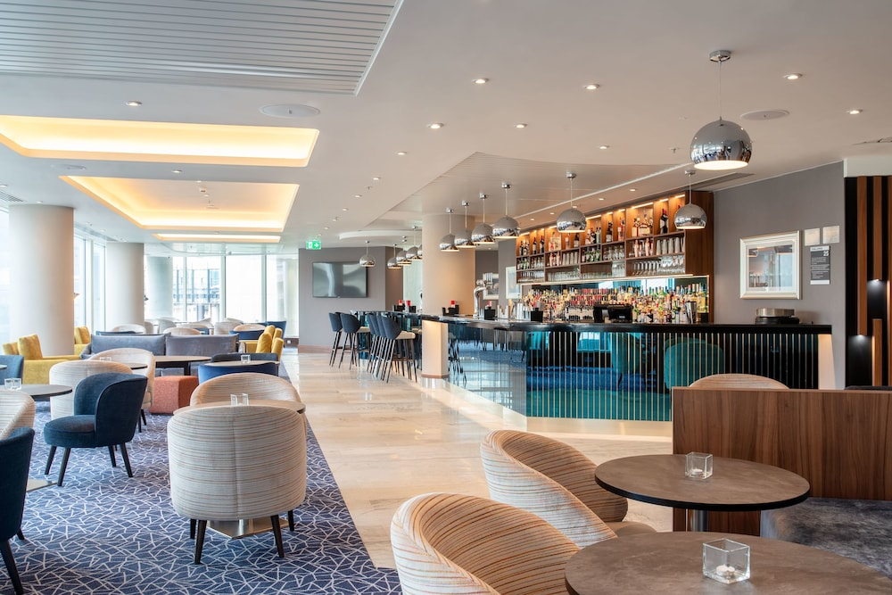 Bar, Hilton Garden Inn London Heathrow Terminal 2 and 3