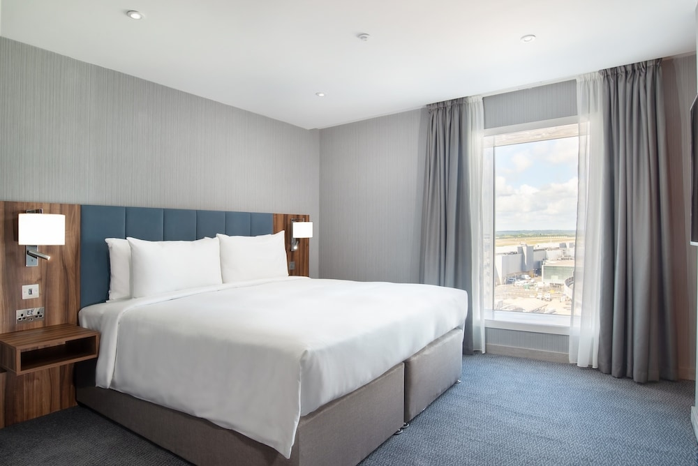 Room, Hilton Garden Inn London Heathrow Terminal 2 and 3
