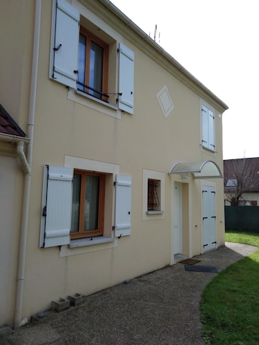 House With 2 Bedrooms in Le Mée-sur-seine, With Enclosed Garden and Wifi