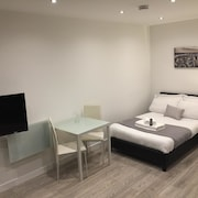 Redbrick Serviced Apartments - Sherwood House