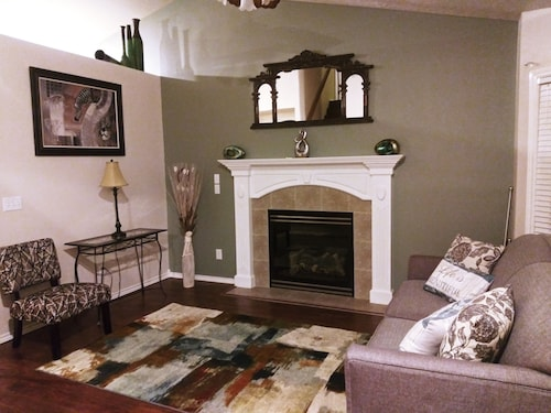 Great Home - Please Come Enjoy a Cozy and Comfy Stay in our Home