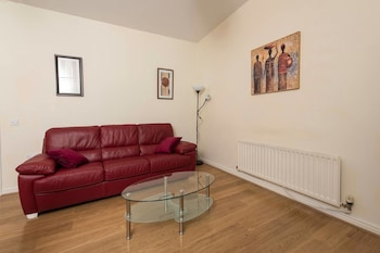 Cosy Top Floor 2BD Apt - 2min Walk to O2 Apollo!!!