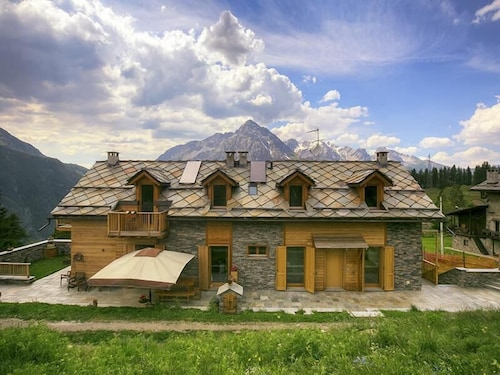 Modern and Luxurious Chalet - 1800 mt. High in the ski Slopes, Amazing Views