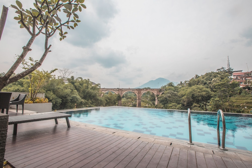 Outdoor Pool, OYO Flagship 214 Appartel Taman Melati