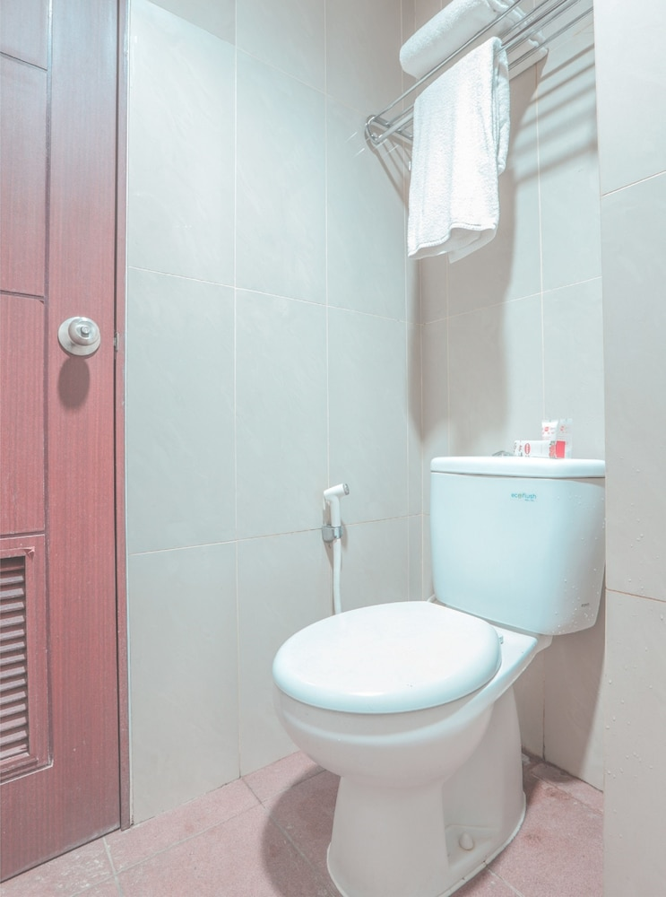 Bathroom, OYO Flagship 214 Appartel Taman Melati