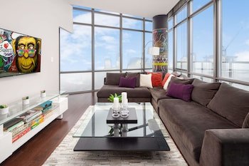 QuickStay - Eclectic Two-Bedroom Condo (Sky High Views)