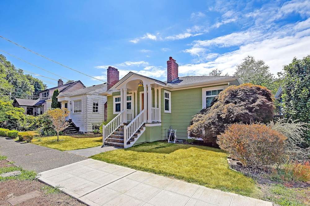 Exterior, Beautiful Alki Beach Home 10 Min to City of Seattle/20 From Seatac Airport
