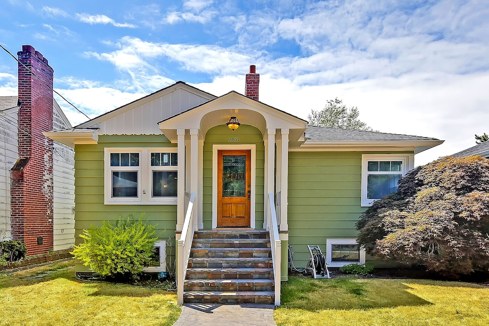 Featured Image, Beautiful Alki Beach Home 10 Min to City of Seattle/20 From Seatac Airport