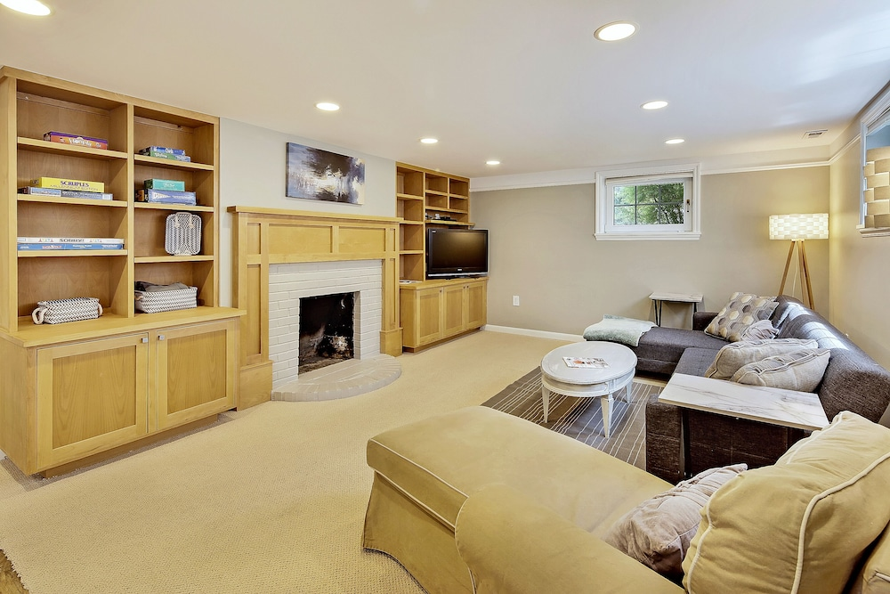 Living Room, Beautiful Alki Beach Home 10 Min to City of Seattle/20 From Seatac Airport