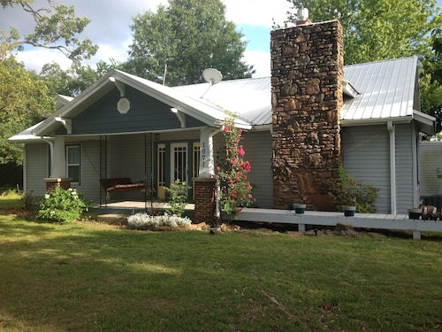 Katie Pearl Bungalow : Quiet Retreat in the Ozarks, 15 Minutes to Fayetteville