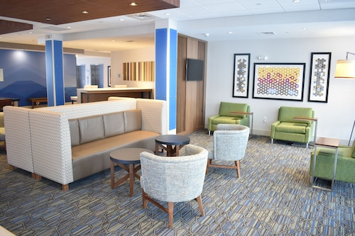 Holiday Inn Express And Suites Boston South - Randolph