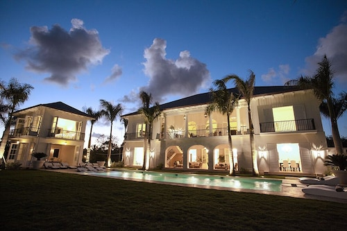 Luxurious New Ocean and Golf View Villa Staffed With Private Chef, Butler & Maid