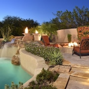 North Scottsdale Luxury Home Sleeps 12! Entertaining Oasis Backyard!