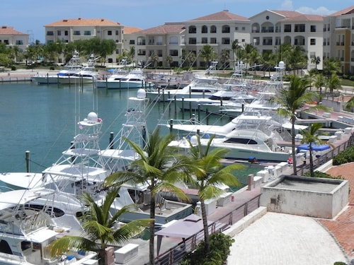 Superb Accommodation and Spectacular Marina View