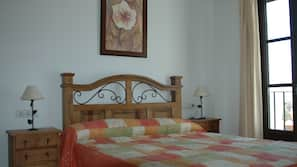 2 dormitorios, cortinas opacas, tabla de planchar con plancha