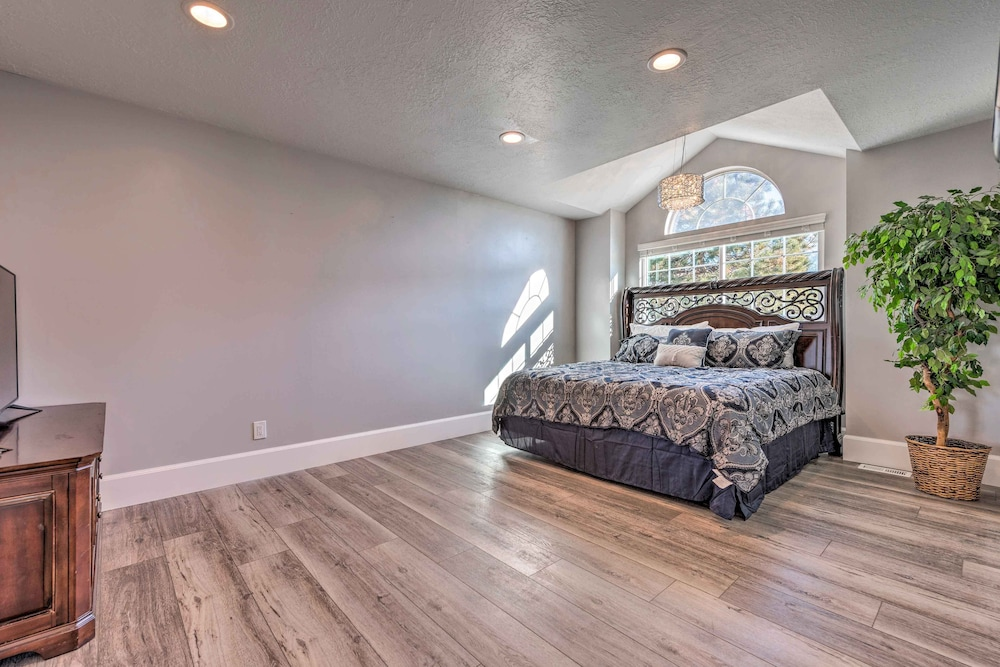 Room, Luxury Sandy Home - 19 Mi to Salt Lake City!