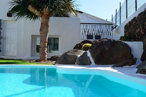 Beautiful Villa Located in Ingenio, in the Southeast of Gran Canaria