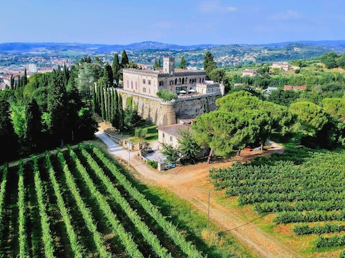 Entire Castle in the Heart of Tuscany. The Ideal Place for Weddings and Events