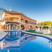 Magnificent 6 Bed, 3 Lounge, 4 Bath Villa With Private Pool