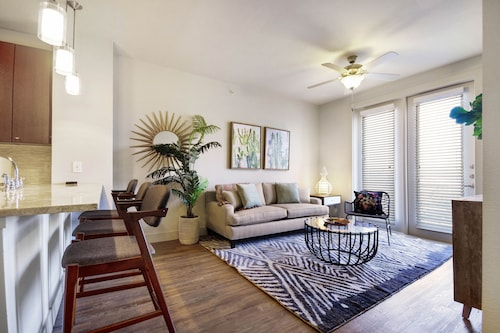 NEW Listing! Modern Retreat 2 Miles From Downtown W/pool & Private Washer/dryer