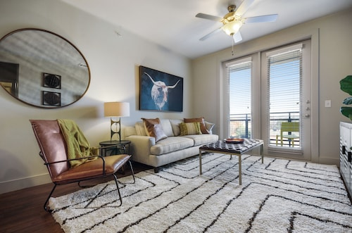 NEW Listing! Modern Condo W/pool, Private Washer/dryer - 2 Miles From Downtown