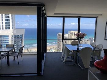 Circle on Cavill Luxury 2-Bedroom Ocean Views