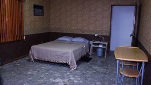 Edredones de plumas, mobiliario individual, escritorio