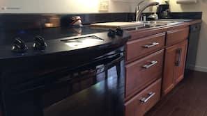 冰箱、微波炉、烤箱、炉灶