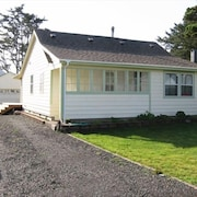 Charming Renovated 1922 Bungalow in Heart of Yachats Village