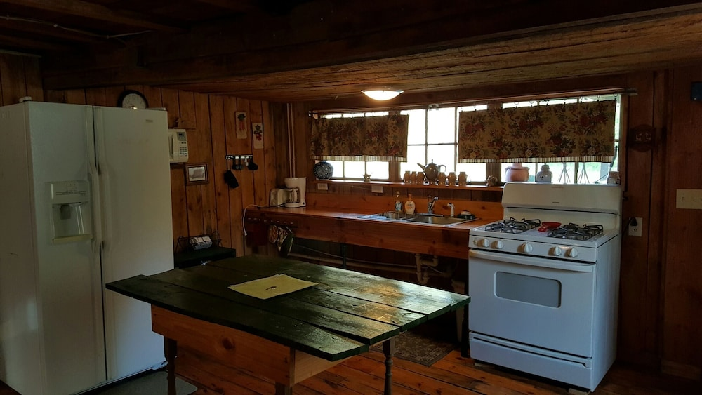 Private Kitchen, Rustic Cabin on the River