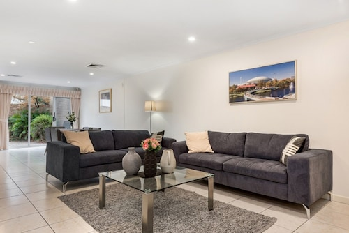 Adelaide 3 Bedroom Luxurious Home