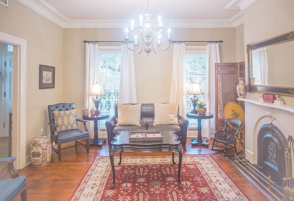 Fine Stay With Lucky Savannah Historic 4 Bedroom Home With 2 Download Free Architecture Designs Licukmadebymaigaardcom