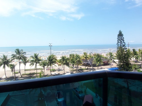 Apt Walk in the Sand 2 Bedrooms - Great Location