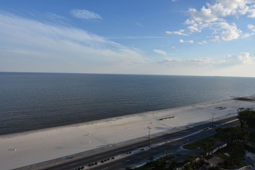 Beach, Luxury Penthouse Level 3 Bedroom-2 Bath With Water Views & Contactless Check-in