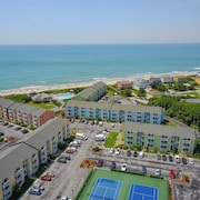 Beautiful Condo Steps Away From White Sandy Beaches and 3 Pools