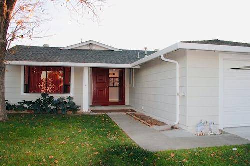 New! Renovated 3 Bd/2 ba Home Near Downtown San Jose