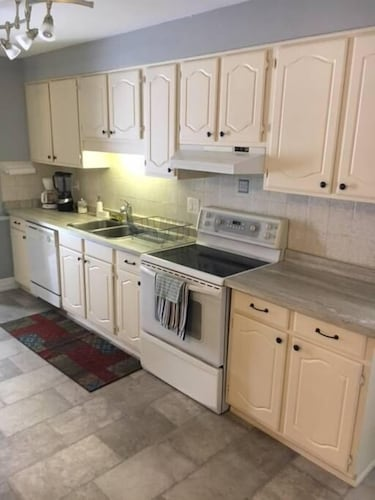 Private Kitchen, Very Large & Welcoming London Bungalow