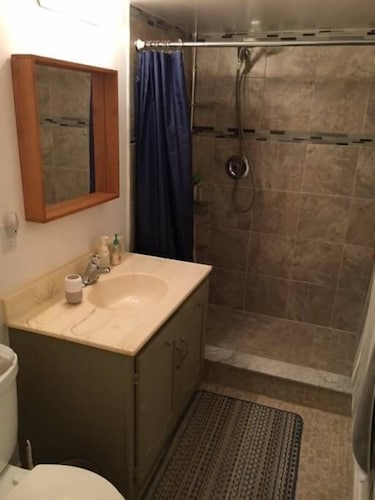 Bathroom, Very Large & Welcoming London Bungalow