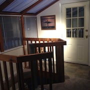 Vacation Cottage In The Heart Of Parksville, Stroll to Beaches Studio B