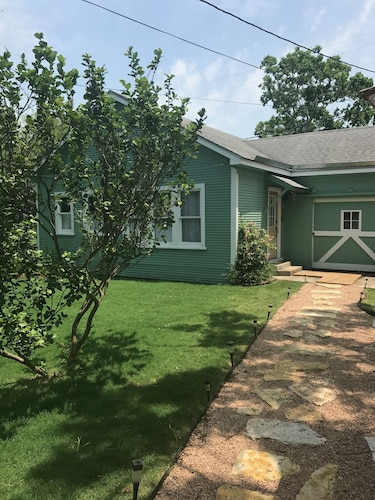 6 Points Old Town Private Guest Cottage Close to Cole Park