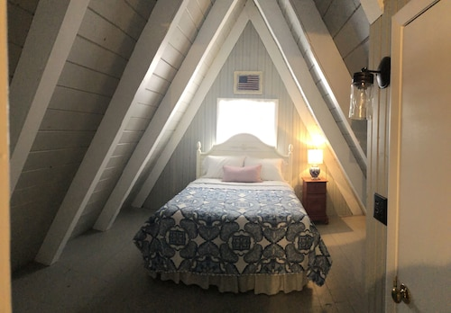 Cozy Little A-frame Located in Beautiful Harbor Springs