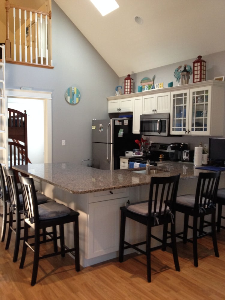 Private Kitchen, Beautiful Summerscape Cottage - Wells Maine